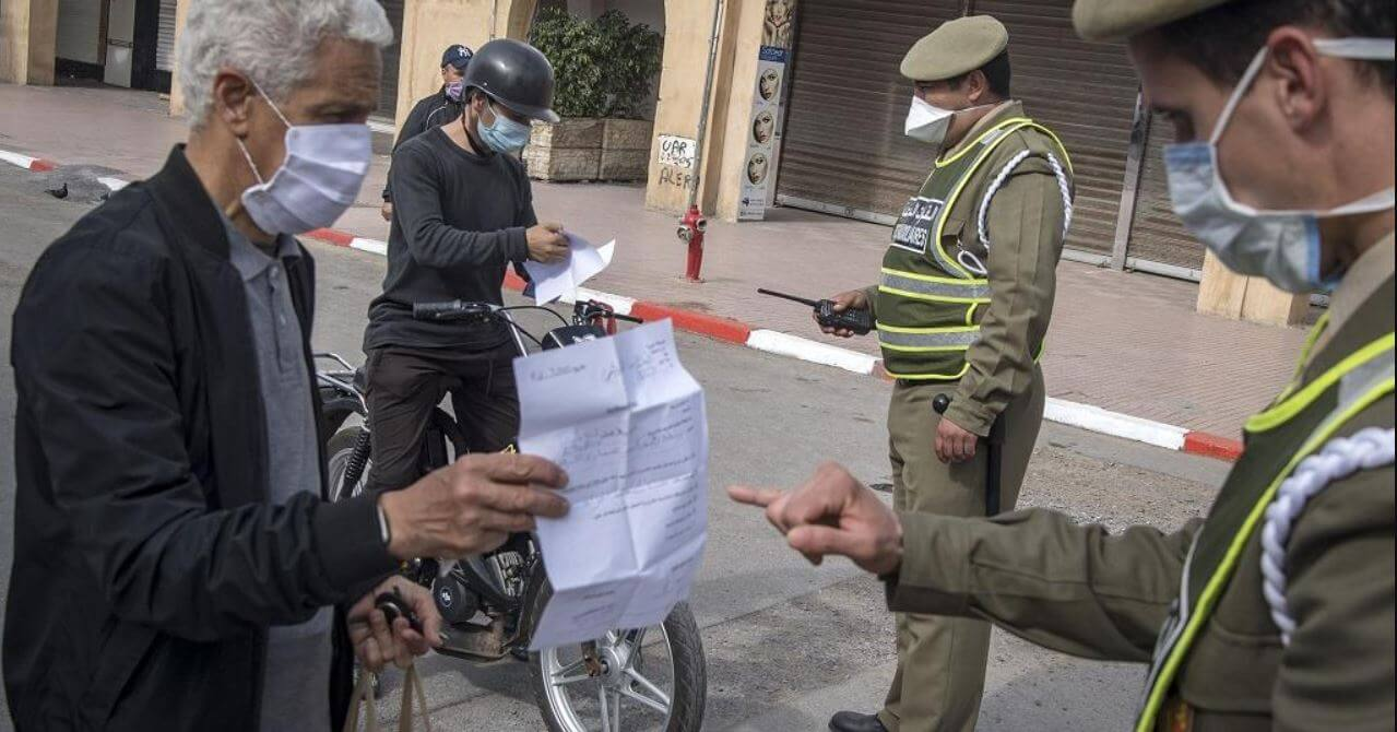 'Put on the mask'! is the new order of the control patrols deployed in Morocco to enforce the state of sanitary emergency, at a time when local industrialists rush to produce masks before the fort demand. This week Morocco decided to make the use of masks compulsory for its 35 million inhabitants. In the face of shortages, prices for surgical masks have skyrocketed