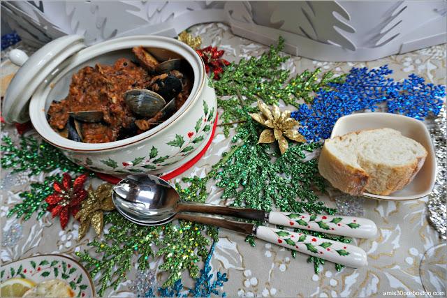 Cacerola de Mejillones, Almejas y Cangrejo con Salsa de Tomate