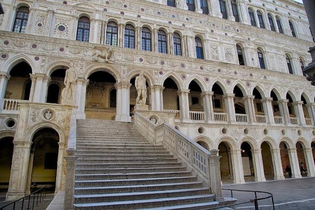 Entrada do Palácio Ducal em Veneza