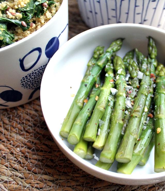 Oppskrift Kjøttfri Hverdagsmiddagen Vegansk Couscous Grønnkål Bønnepanne Grønnsakspanne Dampet Asparges