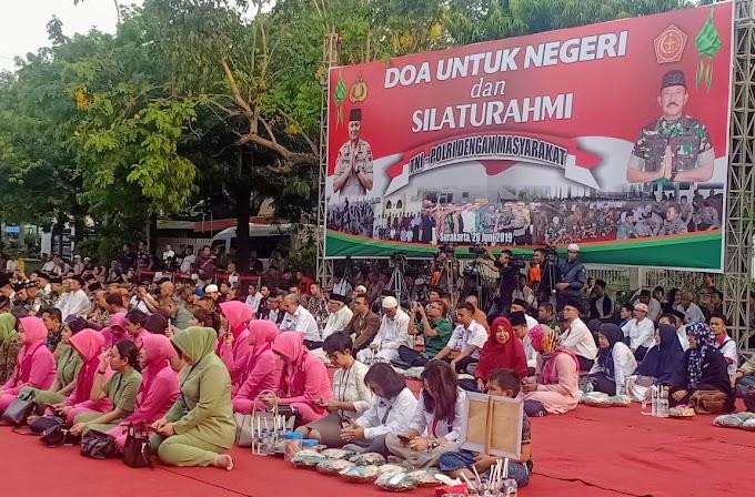 Makan Bersama Sebagai Silahturahmi TNI - Polri Dengan Masyarakat
