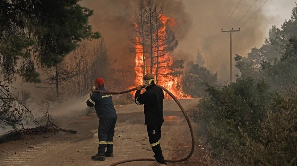 Πάνω από 1.000 πυροσβέστες στη μάχη με τις φλόγεςΠάνω από 1.000 πυροσβέστες στη μάχη με τις φλόγες