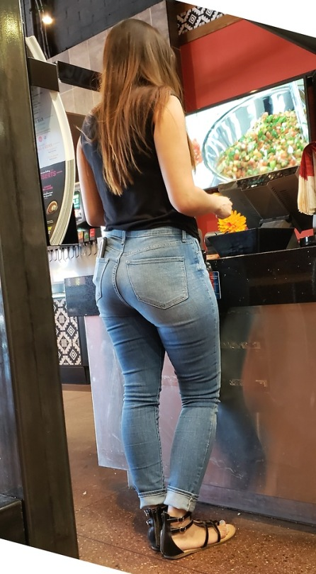 40 Beautiful Jeans Girls Looking So Attractive & Seductive