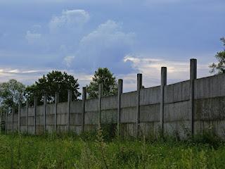 mengatasi-pagar-tembok-miring.jpg