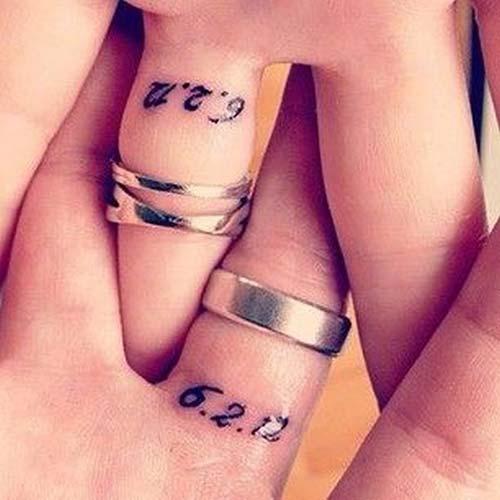 finger date tattoo date tarih yüzük parmağı dövmesi sevgililer için
