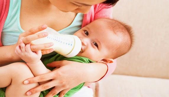 Cara Mengatasi Bayi Cegukan dengan Praktis Cara Mengatasi Bayi Cegukan dengan Mudah