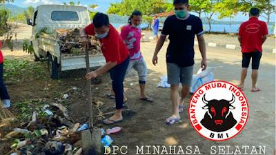 BMI Minsel Kompak Dalam Membersihkan Sampah di Area Boulevard Amurang.