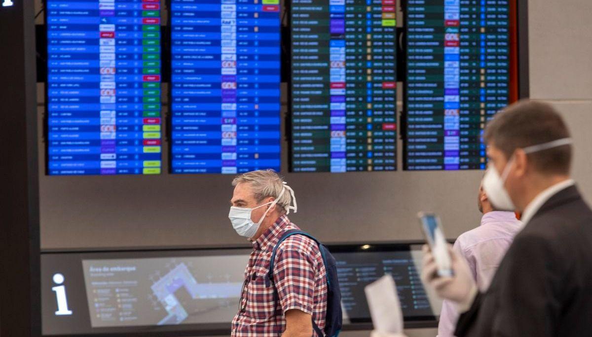 El Gobierno formalizó la restricción de vuelos a EE.UU., Europa y Brasil