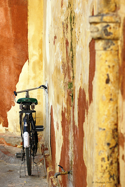 Indian Bicycle Parked right next to a Textured Brown Wall in Jaipur City.