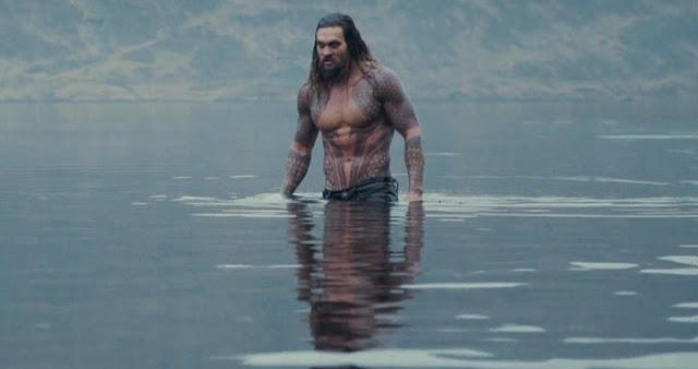 Jason Momoa como Aquaman rodando Justice League