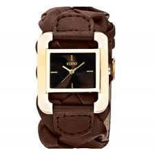 4a7dc8dc862 Os delicados detalhes entrelaçados na parte superior da pulseira e a caixa  dourada completam com luxo e requinte este lindo relógio.