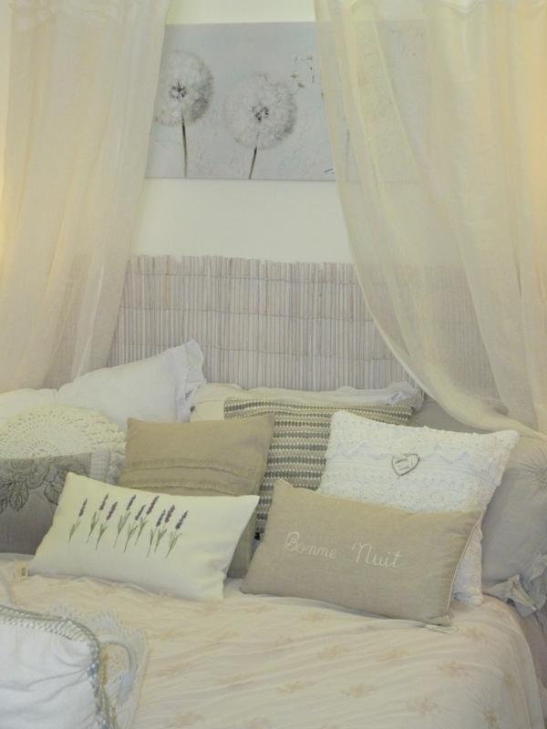 La demoiselle d 39 avignon for Tableau au dessus du lit
