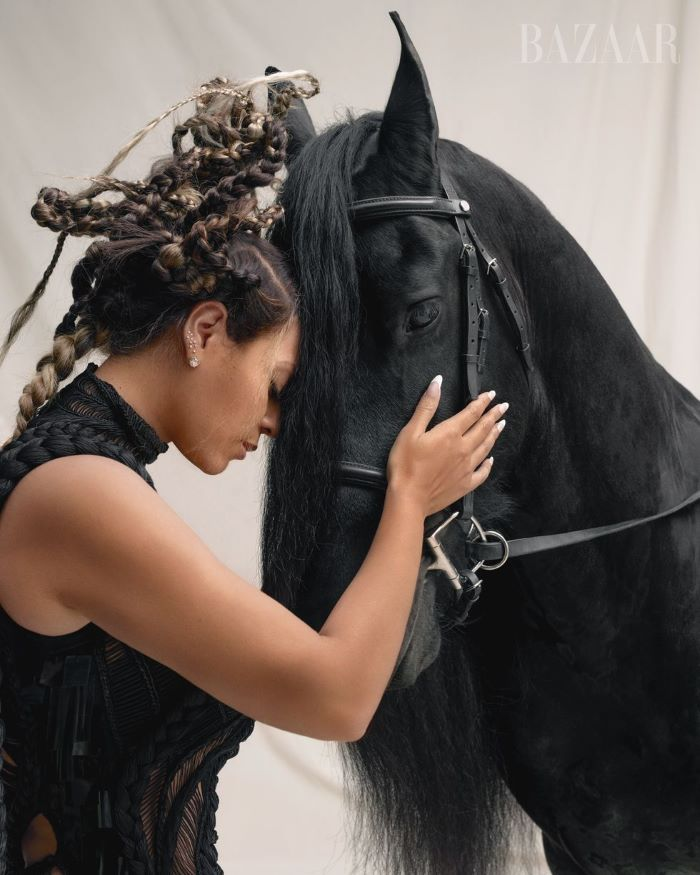 Beyoncé Stuns In Harper's Bazaar September 'Icons' Issue