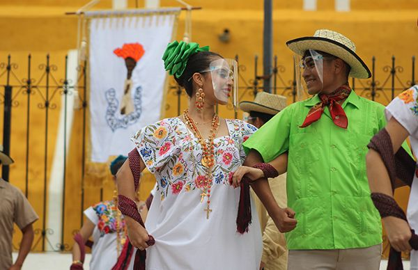 Bailarines yucatecos presentes en Espartaqueada virtual