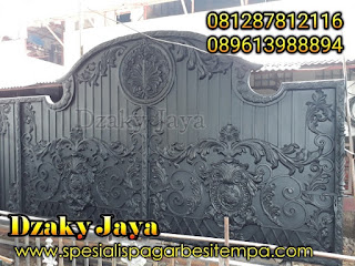 Pembuatan gerbang / pagar tempa klasik warna hitam untuk projek di Jakarta Selatan.