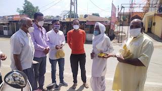 कांग्रेस द्वारा पूर्व प्रधानमंत्री राजीव गांधी जी की पुण्यतिथि पर मरीजों को किया फल वितरण