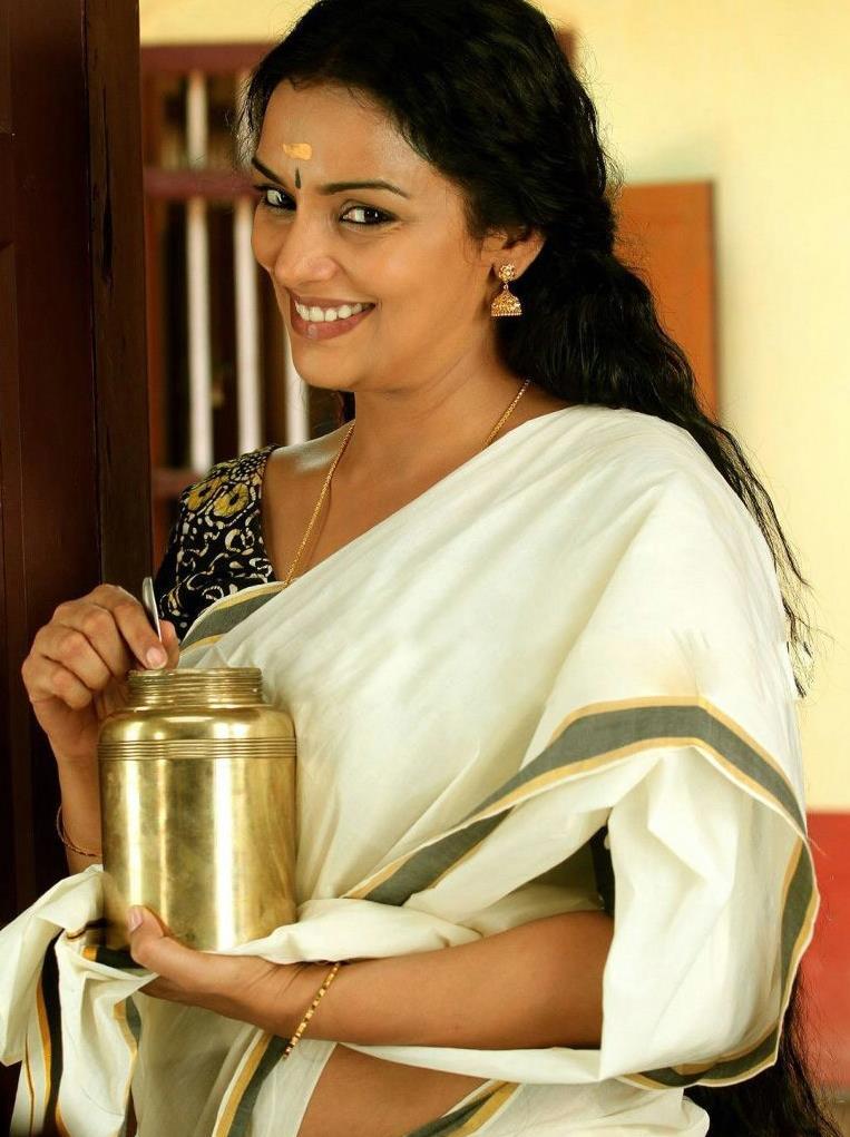 hot story: malayalam actress Swetha Menon hot