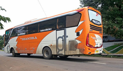Foto Bus New Shantika Orange Putih