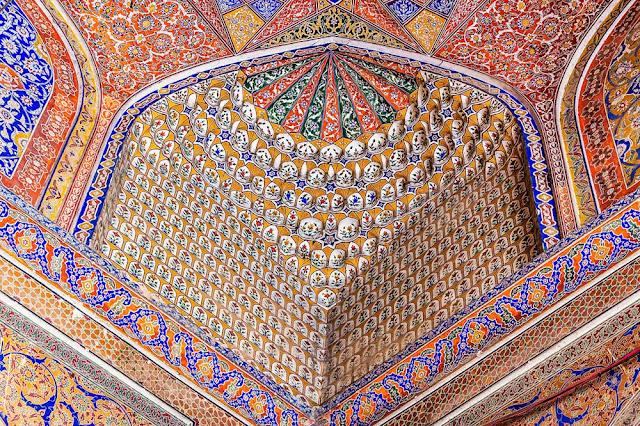 begum-shahi-mosque-mosque-of-maryam-zamani-fresco-decorations-interior-of-prayer-chamber