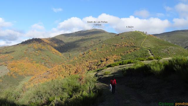 Vistas hacia el primer objetivo de la ruta en la Sierra de Hormas
