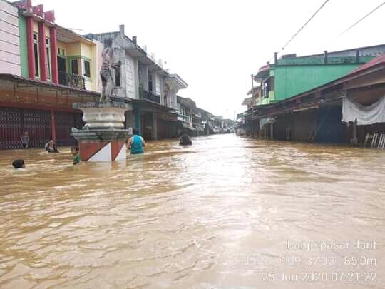 Banjir-di-Menyuke