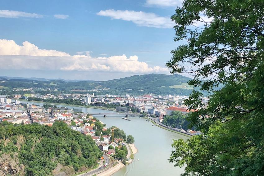 Aussichtsplattform Donautal: Panoramblick über die Linzer Innenstadt