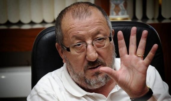 سيدي السعيد يخدع الجميع ويدعم العهدة الخامسة في الجزائر