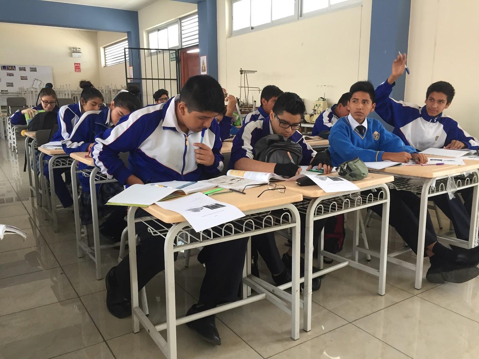 La libertad 119 colegios recibieron mobiliario escolar for Mobiliario para estudiantes