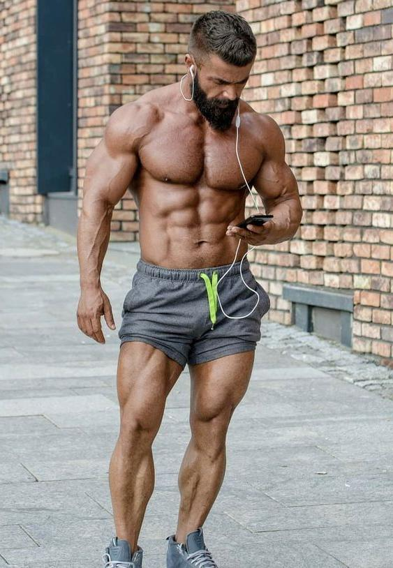 sexy-shirtless-bearded-muscle-daddy-hunk