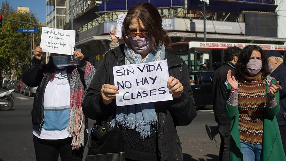 Docentes realizan 'semaforazo' de protesta en contra de presencialidad en escuelas porteñas