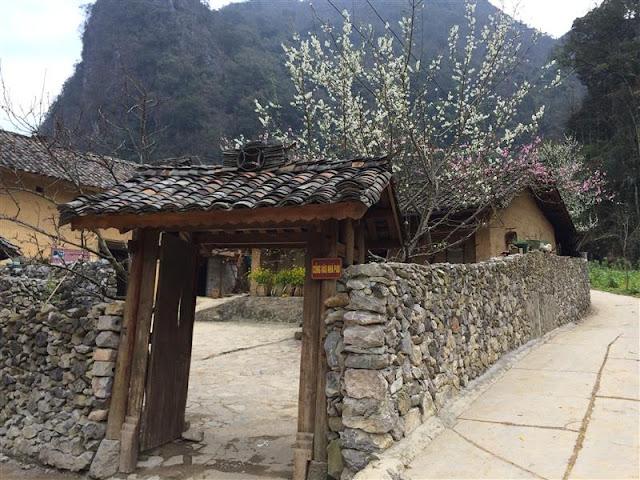 Nhà của Pao phía trước