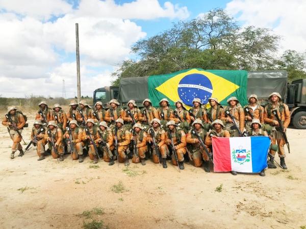 Policiais do 9º BPM concluem exercício de Adestramento de Caatinga realizado pelo Exército na Bahia