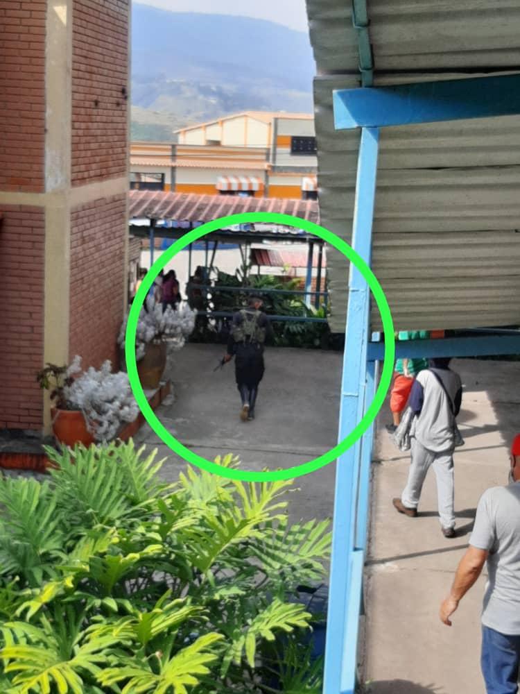 FRONTERA: Alcalde de Capacho-Táchira tomó el colegio Santa Mariana de Jesús junto a hombres armados.