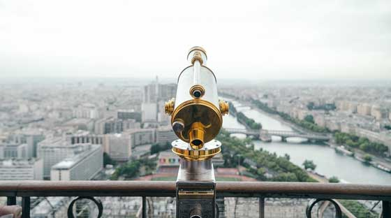 menggunakan teleskop untuk mengambil foto jarak jauh