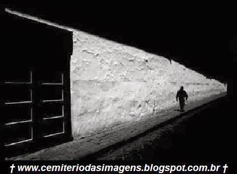 saida,porta,escuro,noite,sozinho,medo