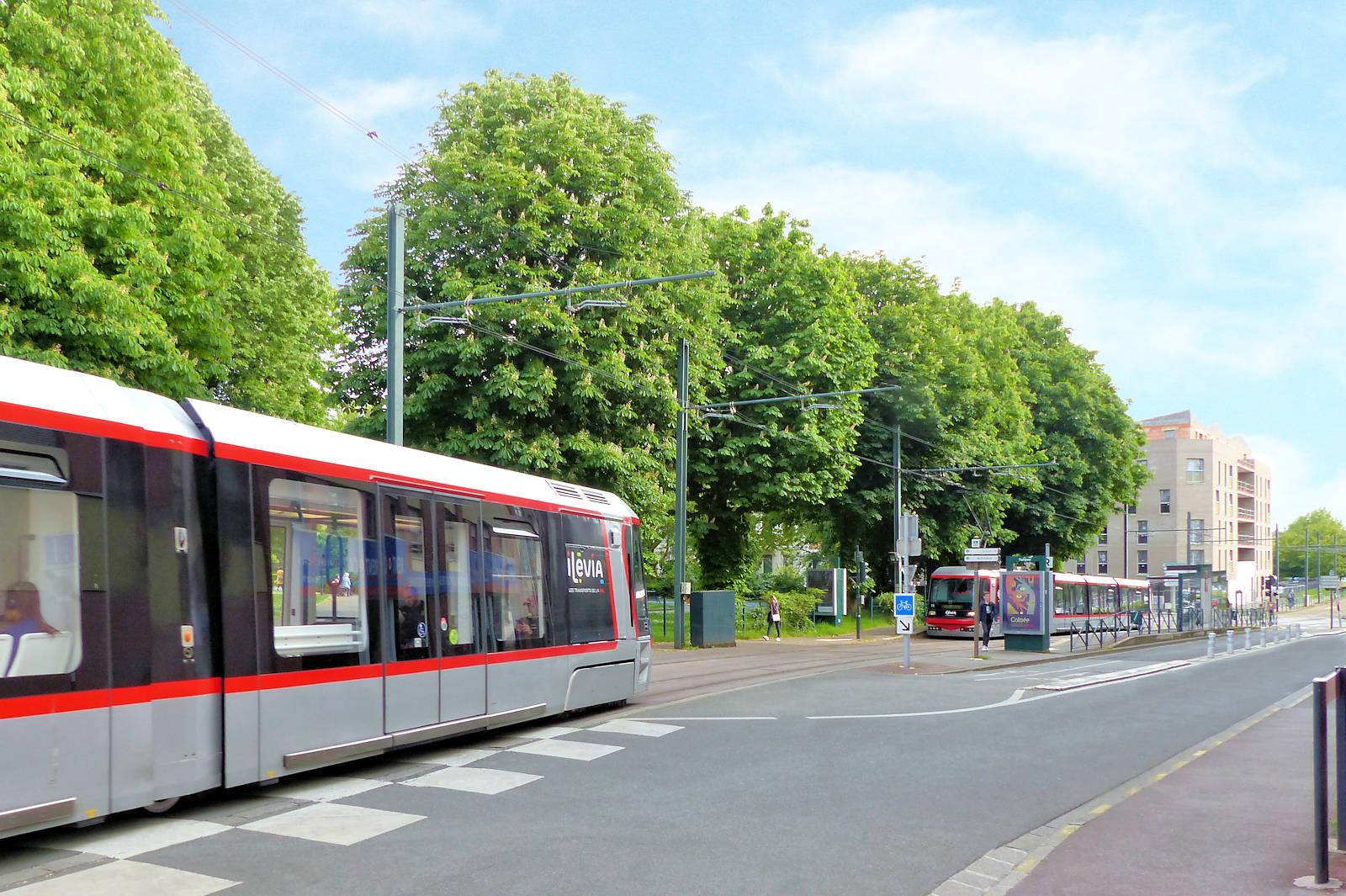 """Tramway Tourcoing - Station Victoire"""", place de la Victoire."""