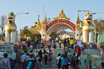Leones Kyaiktiyo Pagoda