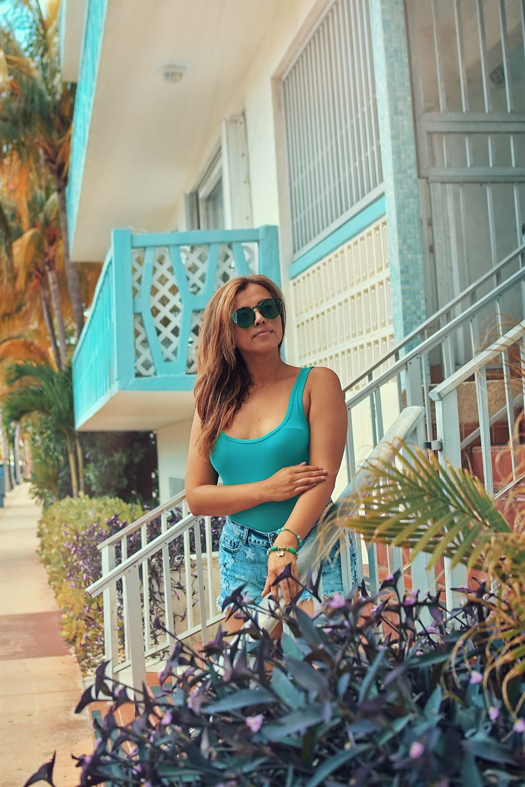Blue Stars-Print Raw Hem Washed Denim Shorts-mariestilo-lookbook store-miami-travel-southbeach-modaelsalvador-dcblogger-denim lovers-street wear-outfits de verano-moda-fashionista-it girl-ootd-