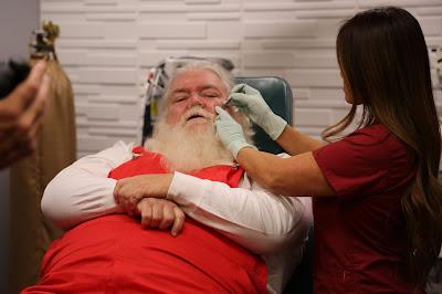 Episódio especial documenta série de procedimentos para remoção de cistos, lipomas, cravos e espinhas às vésperas do Natal - Divulgação