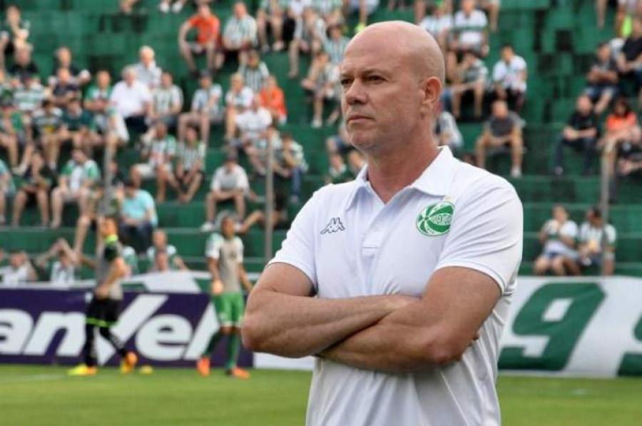 342a31a923 Técnico Antônio Carlos Zago foi o primeiro treinador demitido em 2018 no  futebol gaúcho. Foto  Arthur Dallegrave