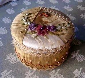 igielnik z jedwabiu haftowany