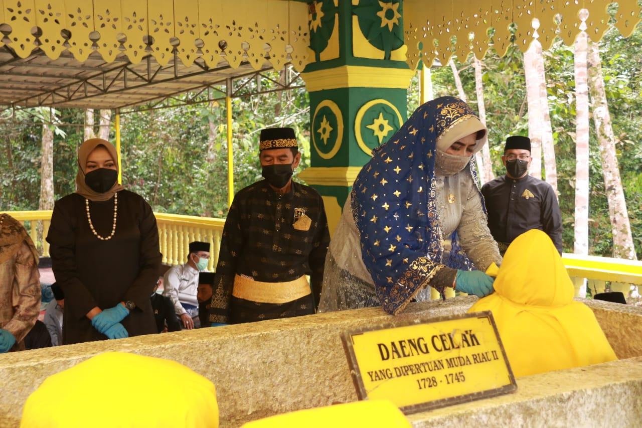 Peringati Hari Jadi Ke 237, Walikota Bersama Unsur FKPD Melaksanakan Ziarah Ke Makam Leluhur Tanjungpinang