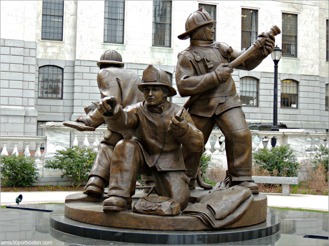 Massachusetts Fallen Firefighter Memorial en el Massachusetts State House