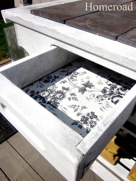 drawer with toile liner