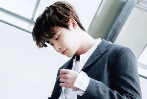 photo artis korea Lee-Jong-suk