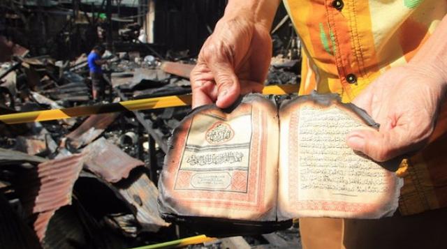 Masya Allah..!! 6 Bangunan Ludes Terbakar.. dan Lihatlah.. Mushaf Al Quran Tetap Terbaca..