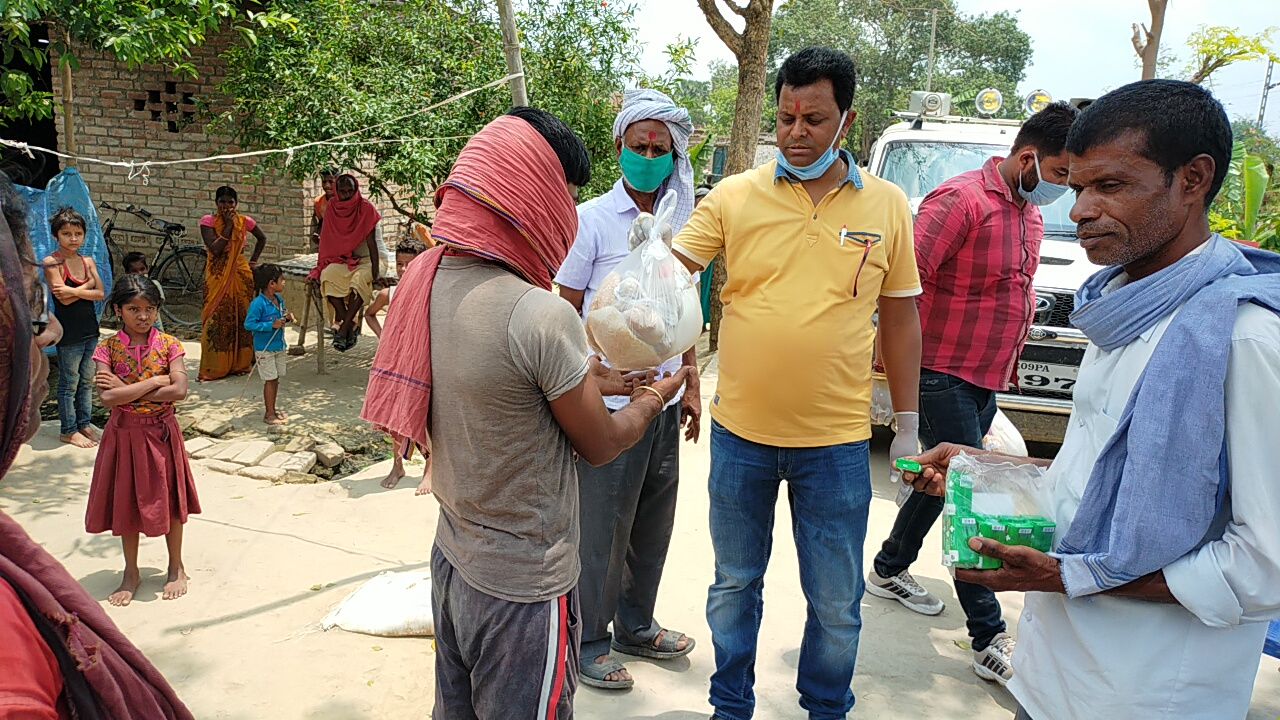 बेगूसराय में कॉन्ग्रेस नगर विधायक अमिता भूषण के द्वारा लगातार जरूरतमंद लोगों को दिया जा रहा है राहत सामग्री