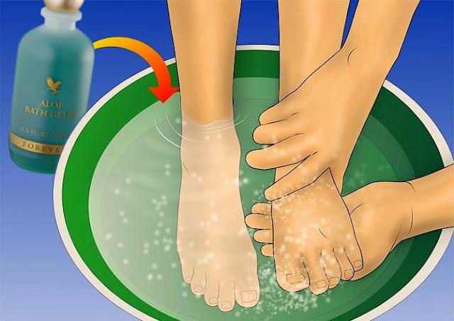وصفة طبيعية تعالج انتفاخ القدمين