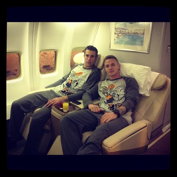 Man United players sport Bugs Bunny pyjamas for Qatar trip