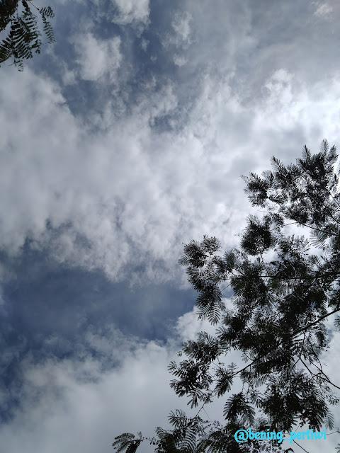 Langit siang panas